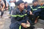 Cháy chung cư Carina: Cứu được hàng trăm người, Cảnh sát PCCC thất thần, đau đớn vì 13 người chết