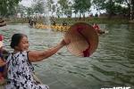 Hang nghin nguoi vay kin song Kien Giang co vu dua thuyen tren que huong Tuong Giap hinh anh 3