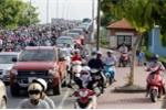 Đi xe trên vỉa hè bị phạt đến 1,2 triệu đồng, tước giấy phép lái xe