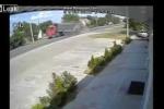 BMW lao như tên lửa, đâm gãy sườn xe tải, tài xế BMW 15 tuổi chết tại chỗ