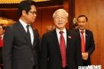 Ảnh: Đại biểu Quốc hội thảo luận bên lề ngày khai mạc kỳ họp thứ 5