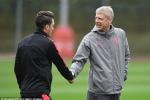 Ozil bỏ Arsenal, sang MU tái ngộ thầy cũ Mourinho?