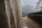 Ảnh: Nhiệt độ giảm sâu, đỉnh Fansipan xuất hiện băng giá