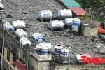 Ảnh: Choáng váng những 'quả bom nước' trên nóc nhà ở Thủ đô