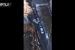 Hố 'tử thần' khổng lồ sâu 20 mét nuốt chửng con đường ở Nga