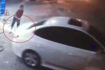 Clip: Tài xế ô tô 'quỵt' 900.000 đồng tiền đổ xăng ở Hà Nội