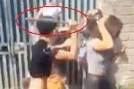 Nhóm thanh niên cầm gậy đánh cô gái trẻ gây phẫn nộ