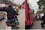 A dua theo trào lưu 'Đua không?', thanh niên đi xe máy tông đuôi ô tô suýt mất mạng