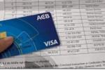Video: Khách hàng tố bị mất 50 triệu đồng trong thẻ visa ACB lúc nửa đêm