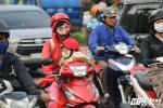 Ảnh: Người Sài Gòn khăn ấm, áo rét ra đường trong đợt lạnh nhất từ đầu năm