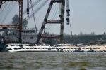Trung Quốc trục vớt tàu chìm, tổng số 97 người thiệt mạng