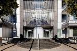 Đội mưa xếp hàng dài mua căn hộ giá rẻ 670 triệu đồng