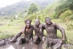 Kỳ lạ làng 'người rừng' bôi phân trâu lên người ở Tây Nguyên