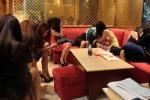 Tiếp viên khỏa thân nhảy múa trong nhà hàng ở Sài Gòn