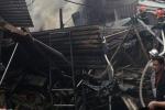 Cửa hàng sửa xe cháy ngùn ngụt chiều 30 Tết
