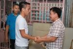 Cầu thủ Việt góp 56 triệu đồng cho người bố có hai con bị teo não