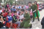 Nam sinh cảnh sát xuống trường hướng dẫn luật giao thông cho học sinh Thanh Hóa