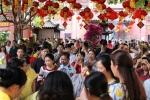 Ảnh: Người dân TP.HCM viếng chùa cầu bình an ngày đầu năm mới Kỷ Hợi