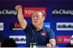 Video:  HLV Park Hang Seo nổi cáu, mời phóng viên Thái Lan ra ngoài vì ồn ào