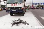 Cha chết, con trai nguy kịch sau khi bị xe tải tông trúng