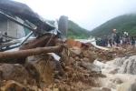 Video: Sạt lở, lũ quét tràn qua, kéo sập nhiều ngôi nhà ở TP Nha Trang