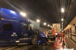 Hai xe đầu kéo húc nhau trong hầm Hải Vân, giao thông tê liệt hơn 2 tiếng đồng hồ