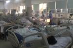 Cận Tết, Bệnh viện Bạch Mai 'vỡ trận', bác sĩ kiệt sức vì cấp cứu