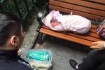 Phẫn nộ bé sơ sinh bị cha đẻ vứt bên đường vì... lại là con gái