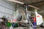 Trực thăng phun thuốc trừ sâu của kỹ sư chân đất