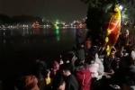 Clip: Biển người đổ ra Hồ Gươm chờ bắn pháo hoa đón năm mới