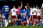 Bị đuổi 2 người, Chelsea thất bại đau đớn trong ngày khai màn