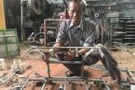 Công trình tiết kiệm xăng cho xe máy của ông thương binh mê sáng chế