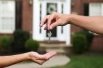 Bất chấp tất cả để đầu tư mua nhà: Nên hay không?
