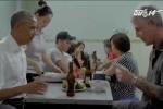 Tổng thống Obama học cách dùng đũa để ăn bún chả như thế nào?