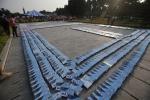 Ảnh: Một trăm bạn trẻ xếp domino 3000 cuốn sách trước cổng Hoàng Thành Thăng Long