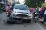 Ô tô tông liên hoàn 4 xe máy trên phố Hà Nội, 6 người nhập viện