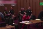 Liên tục cãi quan tòa và luật sư, tên cướp bị dán băng dính vào miệng