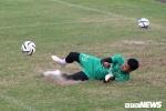 Bùi Tiến Dũng cùng đồng đội chơi bóng bầu dục, 'cày nát' mặt sân tập