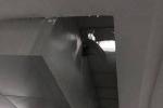Cháu bé lọt qua sàn tầng 1 rơi xuống hầm để xe