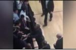Clip: Ông Obama tháo nhẫn cưới khi bắt tay thanh niên Argentina