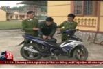 Clip: Chạy xe máy quá tốc độ, đâm gãy chân CSGT