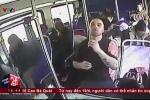 Clip: Cảnh sát cứu sống đối tượng sốc heroin trên xe buýt