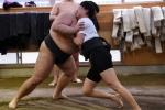 Phụ nữ Nhật mơ được đấu sumo