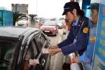 Phản đối thu phí BOT: Hàng trăm xe 'diễu hành',  tài xế mang xấp tiền lẻ mua vé