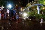 Xe ô tô lao thẳng vào quán cà phê, 2 nữ sinh bị tông chết