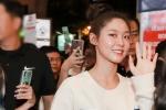 'Nữ thần Kpop' Seolhyun rạng rỡ đến Việt Nam giữa đêm