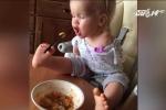 Khâm phục bé gái 2 tuổi không tay ăn uống thành thạo bằng chân