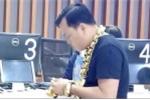 Đại gia đeo 8kg vàng đi mua iPhone X ở TP.HCM là ai?