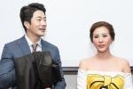 Kwon Sang Woo thích thú khi được tặng áo dài Việt Nam