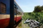 Xe máy băng qua đường ray, 2 người phụ nữ bị tàu hỏa tông chết